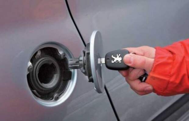 Вот как без лишних хлопот удалить воду из бензобака автомобиля