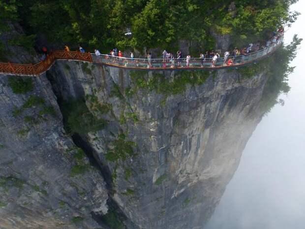 В Китае появился маршрут для самых смелых туристов