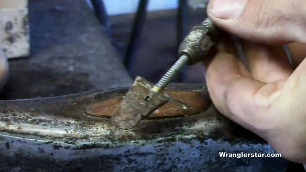 Как удалить стрые клинья и повторно закрепить головку топора на топорище
