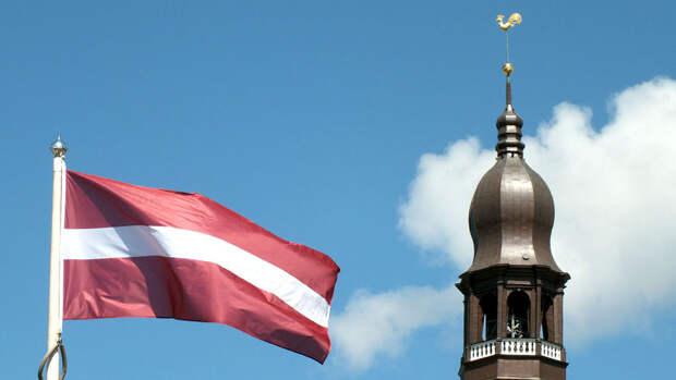 Латвия назвала имя высланного из России дипломата