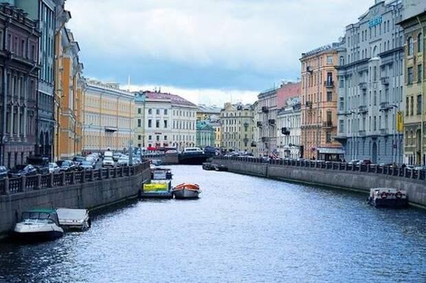 В Санкт-Петербурге ослабили ограничения, введенные ранее из-за распространения COVID-19