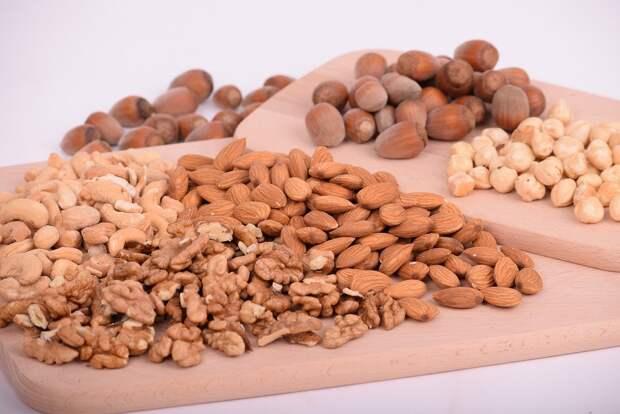 Медик назвал правильный способ употребления орехов