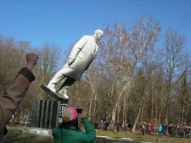 В поддержку декоммунизации Украины