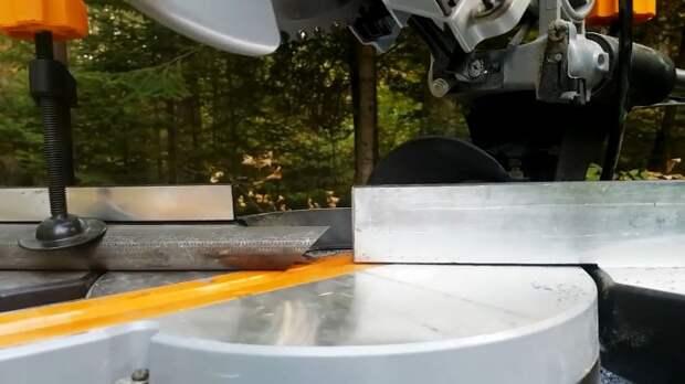 Как выполнить двойное угловое соединение круглых труб