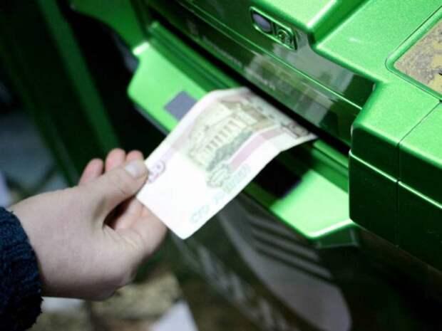 На Урале воры взорвали банкомат, накачав его газом