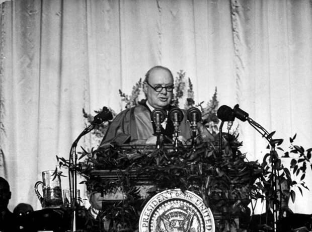 Внезапно: за «зажигательным оратором» Черчиллем скрывался «военный преступник и тупой империалист»