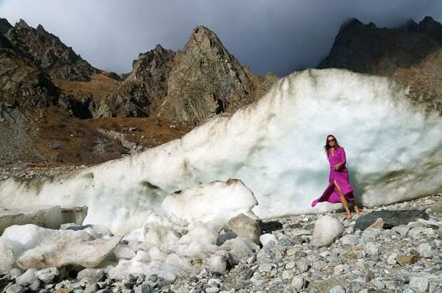 Это Цейский ледник, Осетия. Решила, что в посте про ледник столько меня не надо