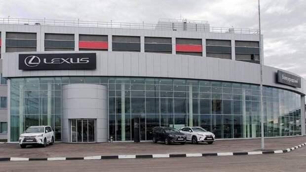 Lexus увеличил цены на большинство своих моделей в России
