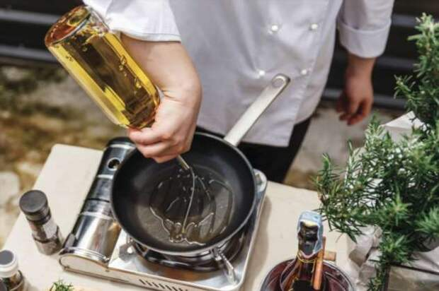 Почему раскаленное масло стреляет на сковородке, и как «заставить» его не разбрызгиваться