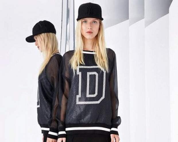 Юбки с кроссовками и бомберами: уличный стиль от DKNY