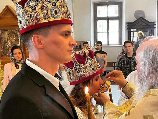 Охлобыстин показал фото венчания дочери