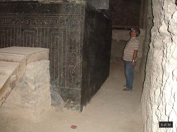 Невероятные каменные саркофаги: первый спуск в Серапеум