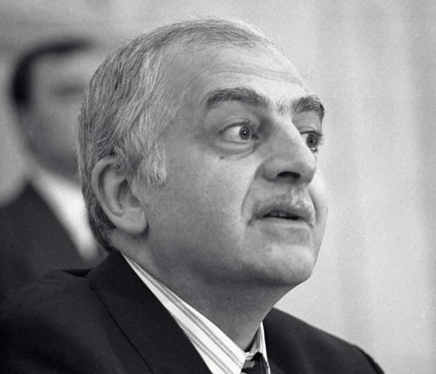 Президент Грузии Звиад Гамсахурдиа. 1992 год.