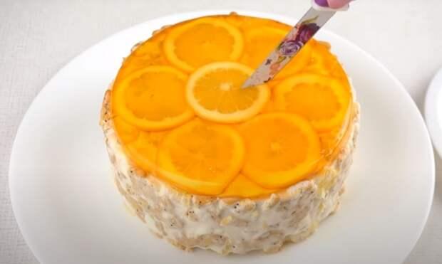 Торт смотрится очень красиво, а делать его не сложно. /Фото: youtube.com/watch?v=lljG9RiwzpQ&list=PL8Jo7jcoC1Zm348jXRyB1Y_8fQ8TNTgR1&index=75&t=0s