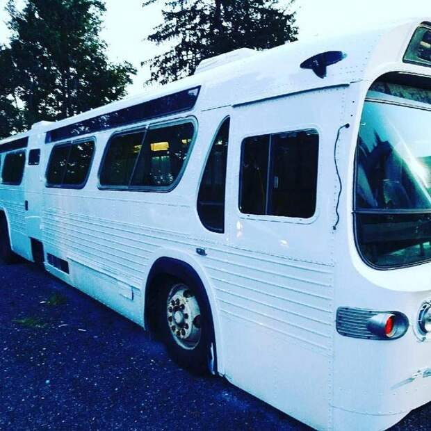 Женщина купила старый автобус и превратила его в дом мечты