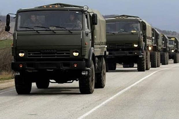 Колонна военных грузовиков направляется в центр Минска