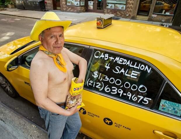 Улыбочка, шеф! Необычный календарь с фотографиями нью-йоркских таксистов уже в продаже