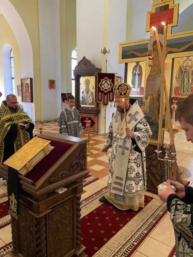 Епископ Серафим совершил пассию в Никольском кафедральном соборе.
