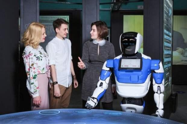 Российский робот начал работать в парке динозавров в Германии