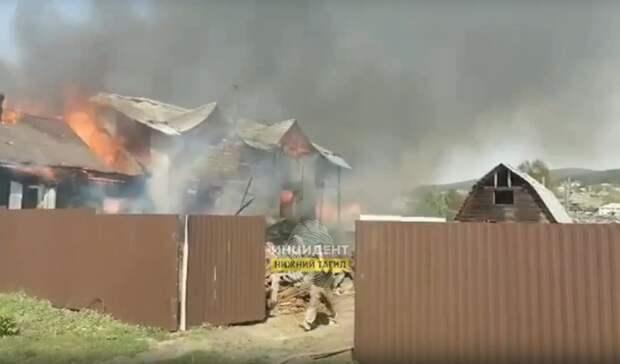Три частных дома загорелись вЧерноисточинске под Нижним Тагилом