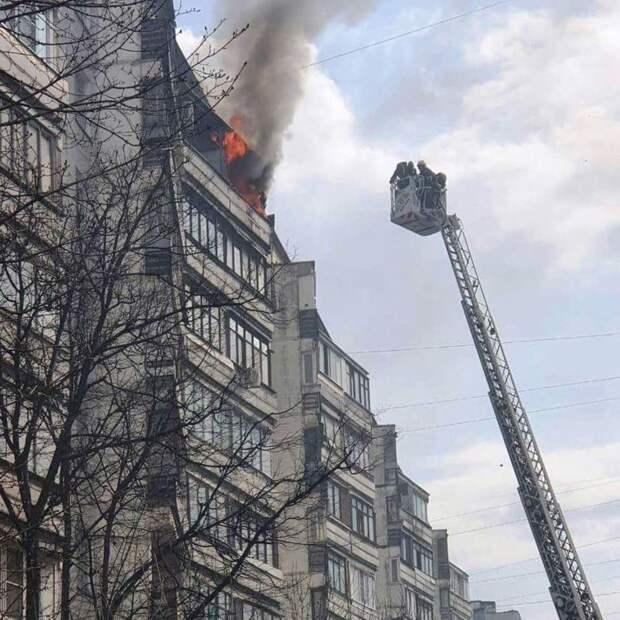 В многоэтажке на Отрадной горит квартира