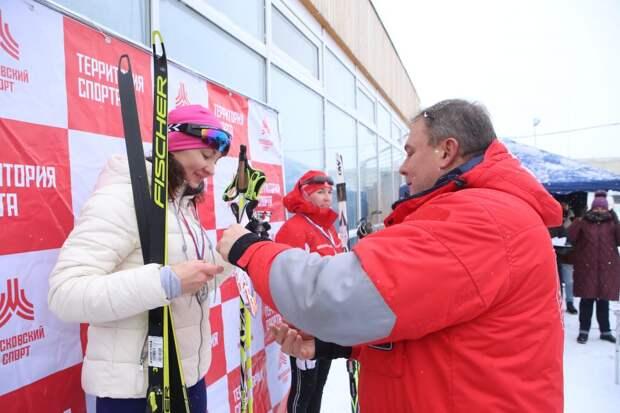 Более 200 человек в ЮВАО приняли участие в «Лыжне России». Фото: Ярослав Чингаев