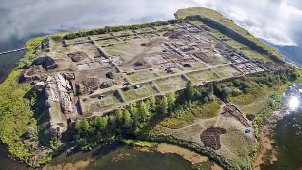 крепость Пор-Бажын Тыва сверху