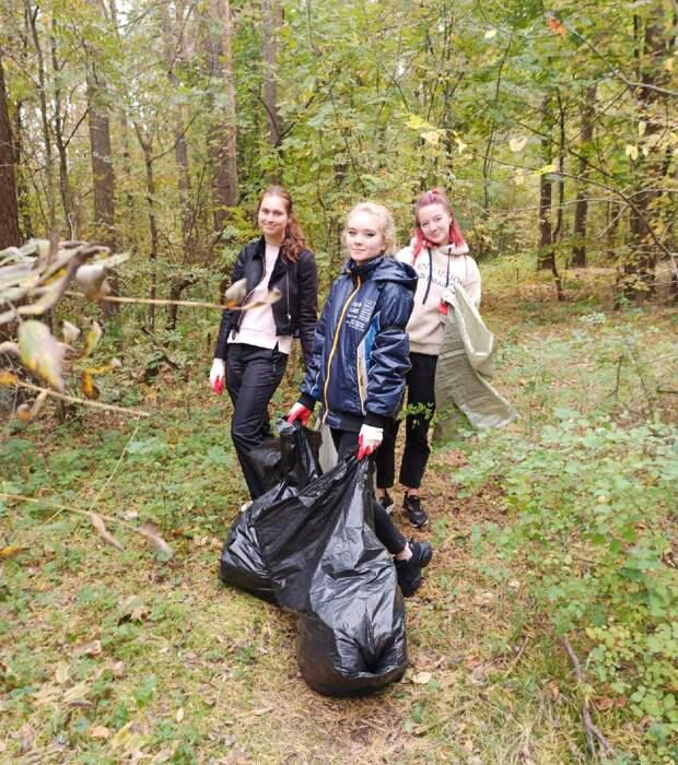 Волонтеры добровольческого центра ТвГТУ приняли участие во Всемирном дне чистоты