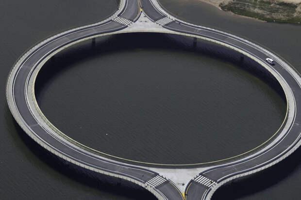 Почему вУругвае построили кольцевой мост