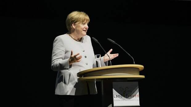 Меркель поддержала проведение встречи Путина и Байдена