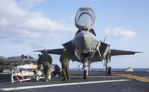 На фото: истребитель F-35 Lightning II
