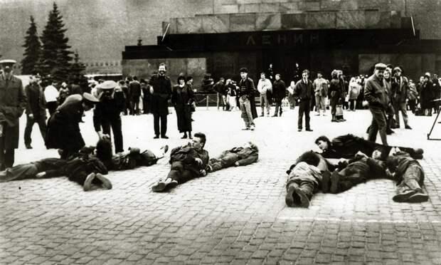 """Акция движения """"Э.Т.И."""" на Красной площади.  18 апреля 1991 года."""