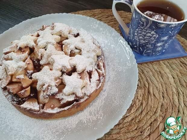 Яблочный пирог с малиновым вареньем