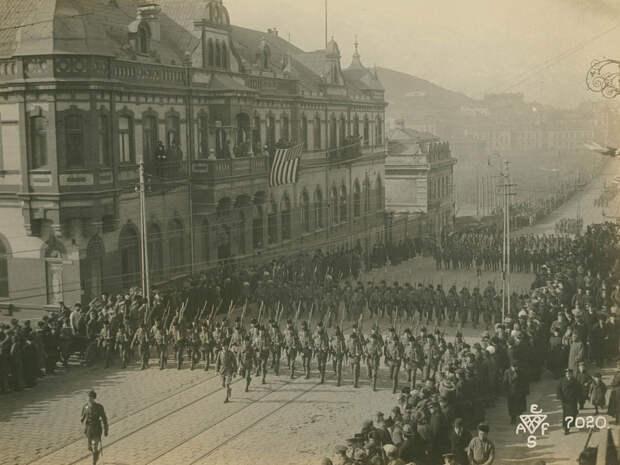 Парад войск Антанты 15.11.1918. Идут англичане.