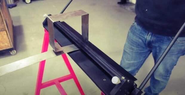 Листогибочный станок для работы с листовым металлом