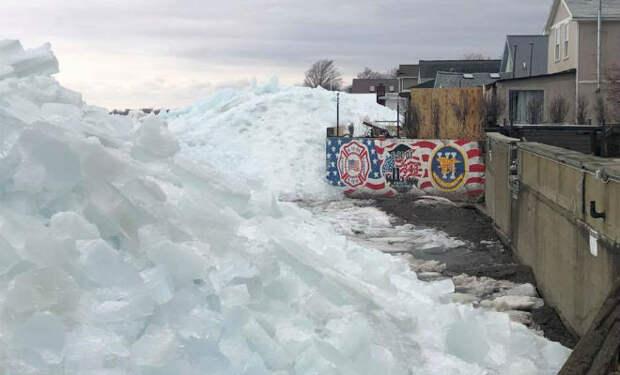 Ледяное цунами: неотвратимое движение стены льда сняли на видео