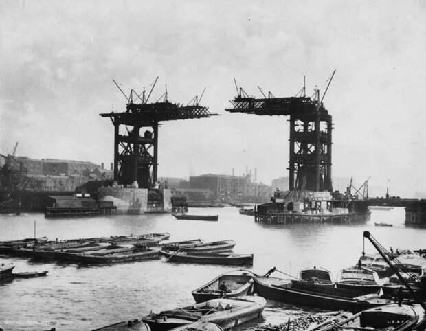 18. Строительство Тауэрского моста, конец 19 века. история, мир, фотография