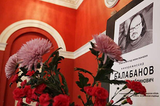 Вестибюль киностудии Ленфильм послесмерти режиссера Алексея Балабанова. 2013 год