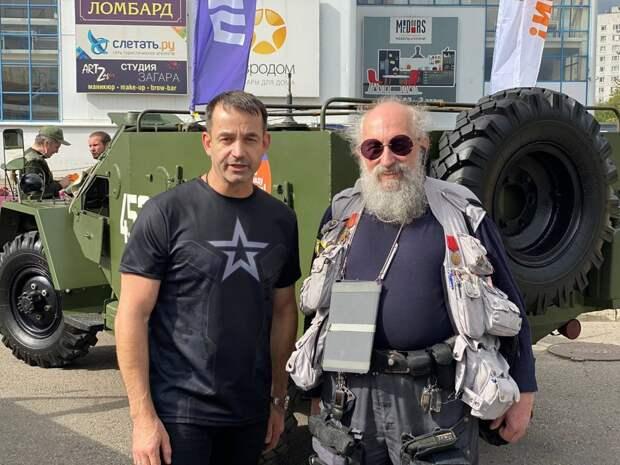 Певцов и Вассерман приняли участие в шествии «Военно-Технического общества». Автор фото: Андрей Летов