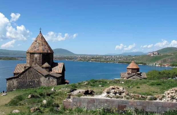 Виртуальное путешествие 360°: армянский монастырь Севанаванк на огромном озере