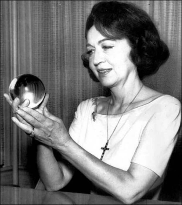 Пифия без страха и упрека - знаменитая американская предсказательница Джин Диксон