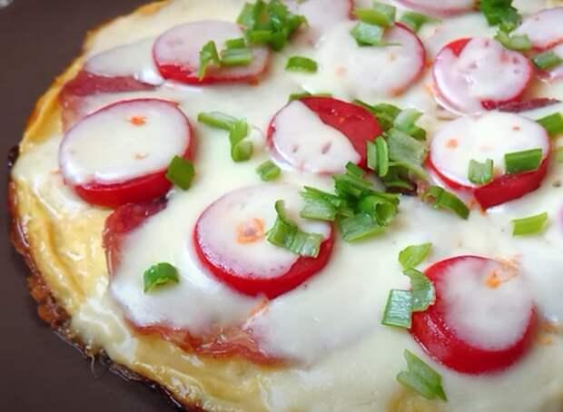 Быстрый завтрак за 5 минут: омлет с картофелем и овощами