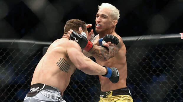 Оливейра нокаутировал Чендлера и стал чемпионом UFC в лёгком весе
