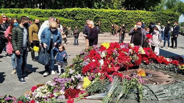 Депутат Рады обвинил власти в краже у украинцев Дня Победы