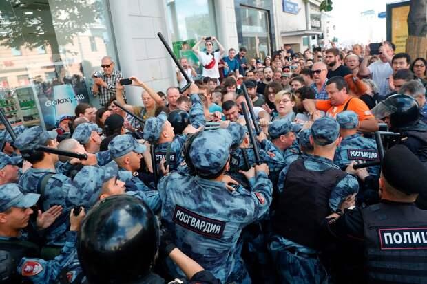 Марков призвал власти РФ не провоцировать очередной реформой протесты накануне выборов