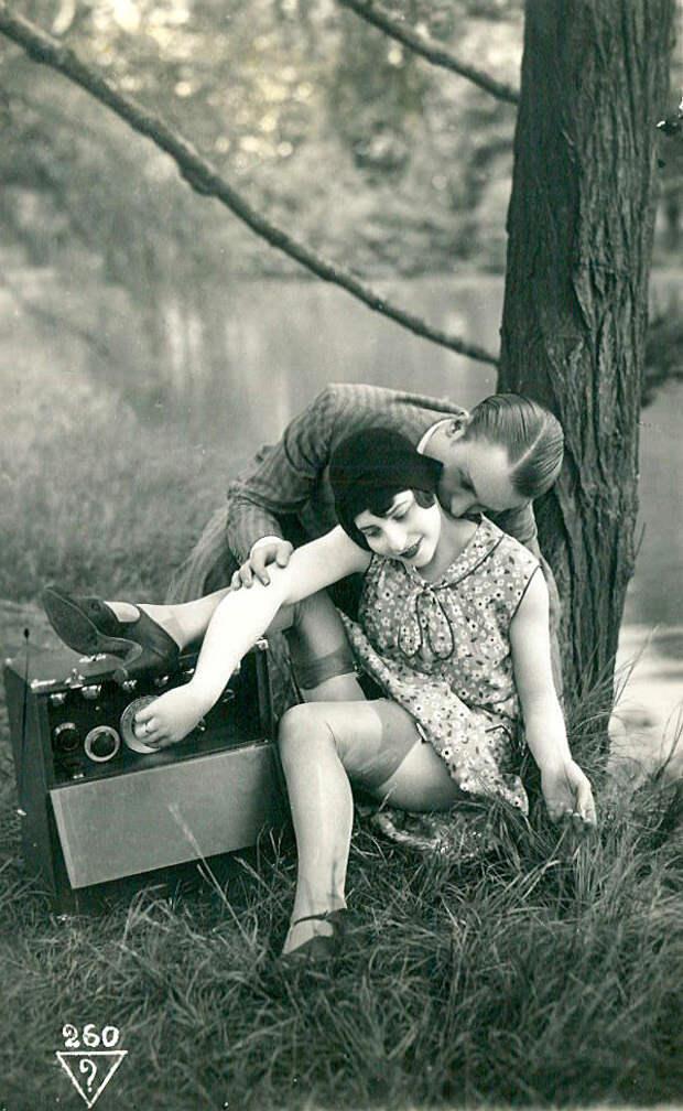 Французские открытки, в которых показано, как романтично целовались в 1920-е годы 45