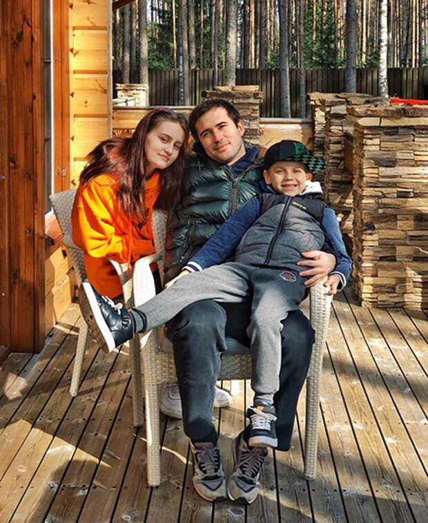 Александр Кержаков с дочерью Дарьей и сыном Игорем