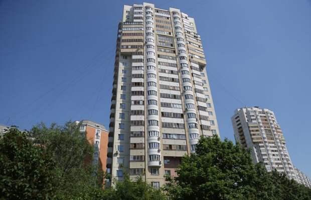 В 24-этажном доме на Белореченской отрегулировали двери лифтовой шахты/Артур Новосильцев, «Юго-Восточный курьер»