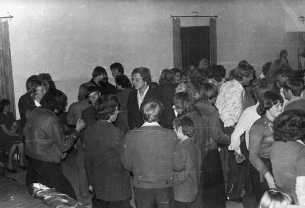 4. Это фото сделано в 1978 году в Кицково  СССР, дискотеки, лихие 90-е, танцы ссср, фото
