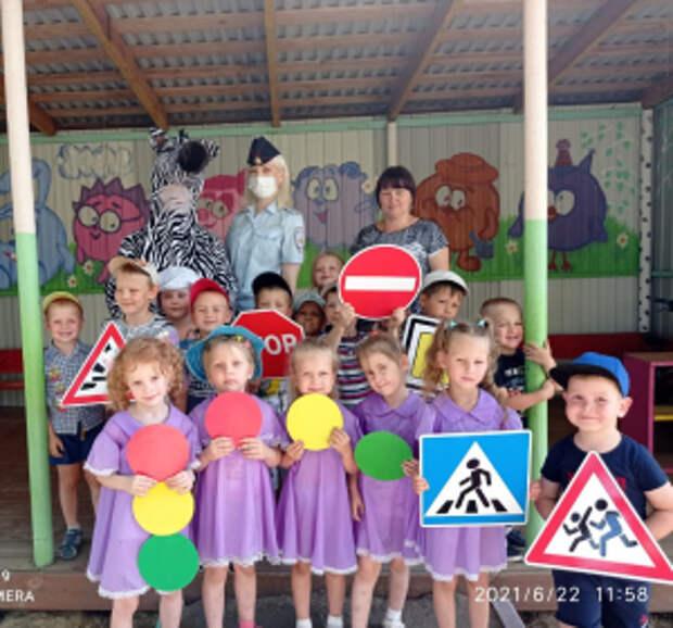 В Мордовии дошколята организовали показ летней моды-ПДД